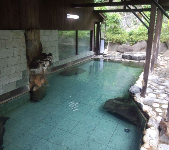 露天風呂に入りたい方はここ!源泉100%掛け流しの日帰り入浴施設の日航亭。