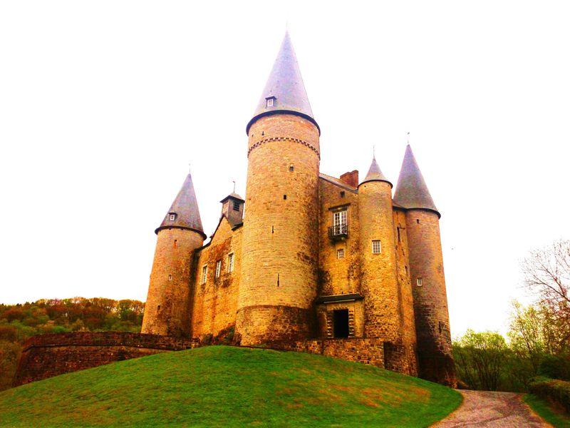 おとぎ話のようなお城「ヴェーヴ城」へ、ブリュッセルから日帰り旅!