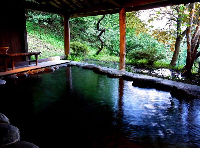 大人のひとり旅!四万温泉「つるや」でおこもり滞在。大露天もひとり占め!