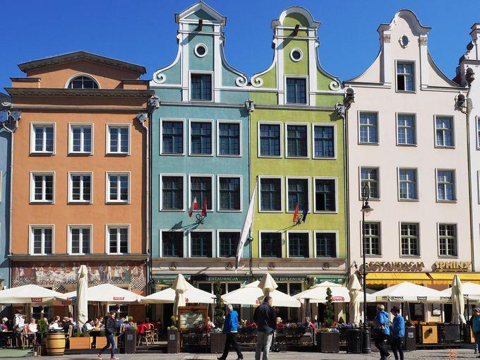 観光客で賑わう、旧市街の中心地「ドゥーギ広場」