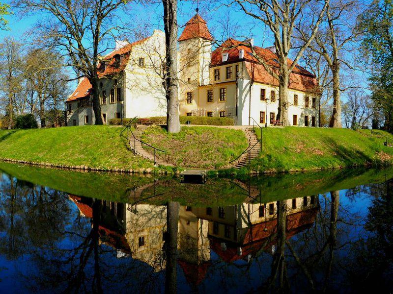 北ポーランド・隠れ家のような古城ホテル「クロコヴァ城」で、とっておきの癒し滞在!