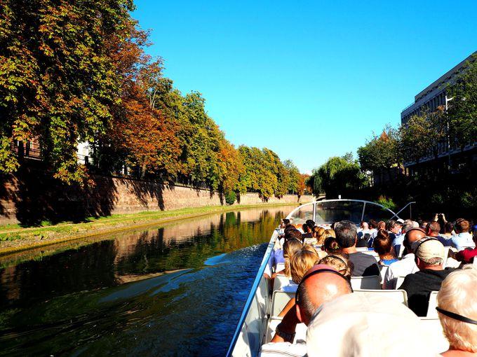 「イル川の遊覧船」で、ストラスブールを水上から観光する