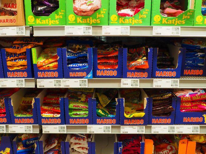 バラマキ土産の定番、グミ&チョコレート