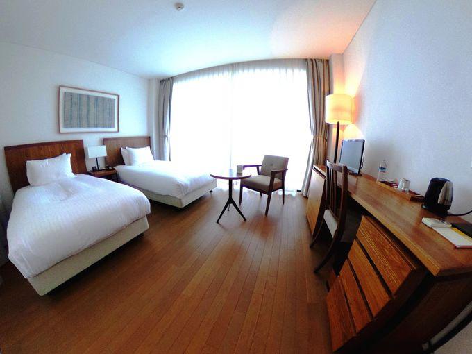 修道院をイメージした客室は、全室オーシャンビュー