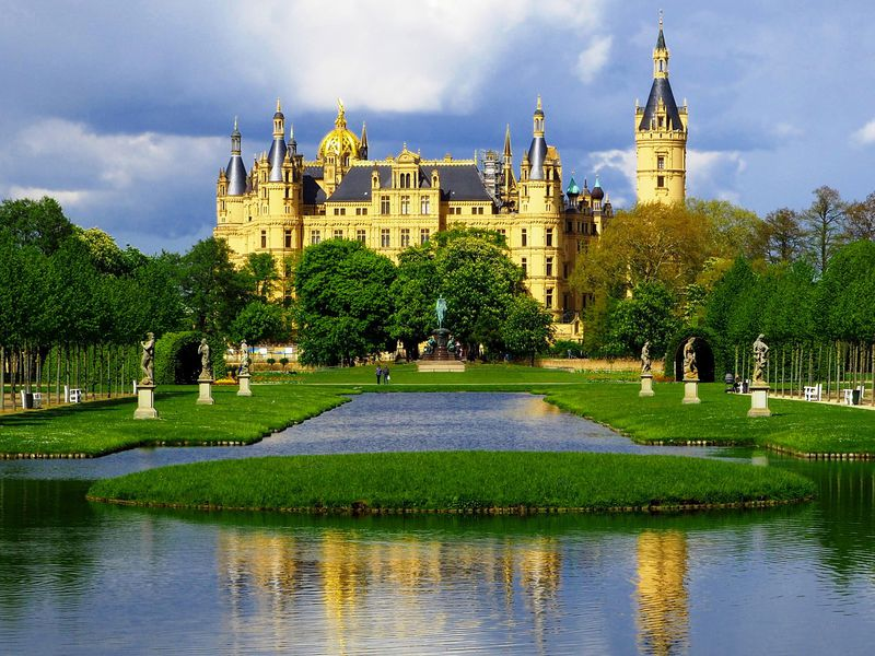 北ドイツの隠れた名城「シュヴェリーン城」が美しすぎる!
