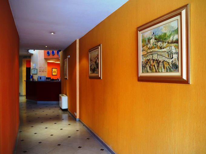住宅街の小さなホテル「ホテル・コンコルド」