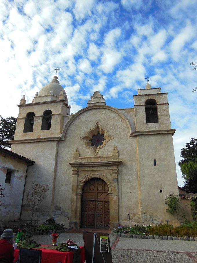 海沿いの美しい街カーメルに造られた伝道本部