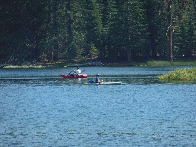 アウトドアを楽しむ湖