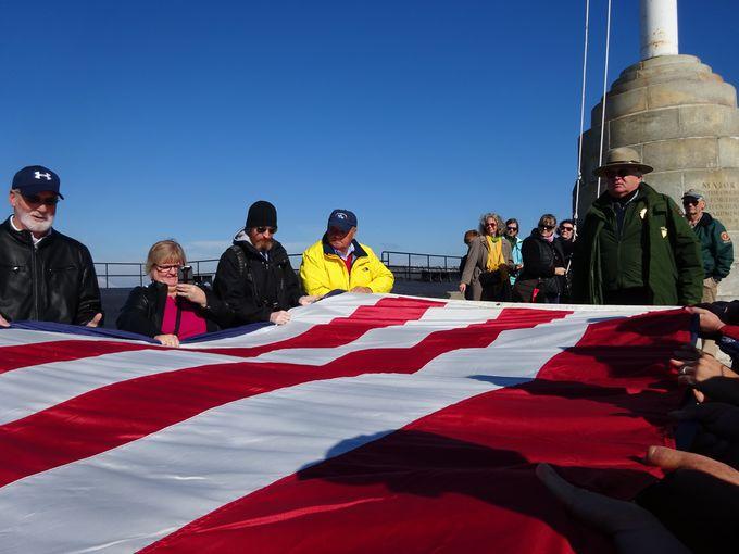 要塞の1日の始まりは、国旗掲揚から!