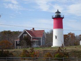 半分、赤い。米ケープコッドのシンボル「ノーセット灯台」