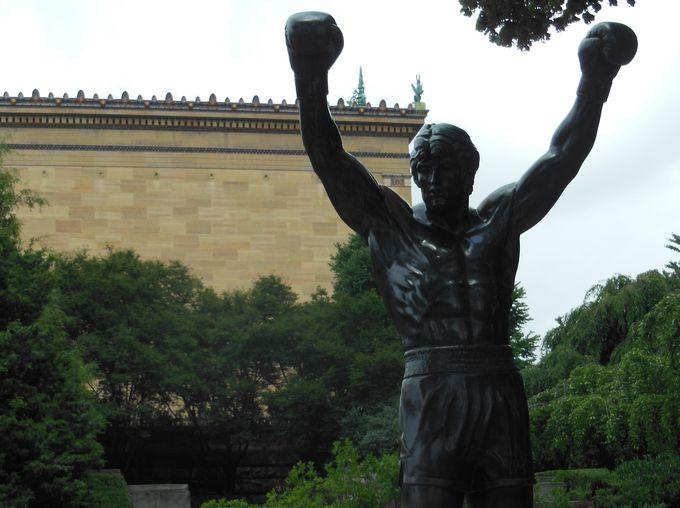 映画「ロッキー」でも有名なフィラデルフィア美術館