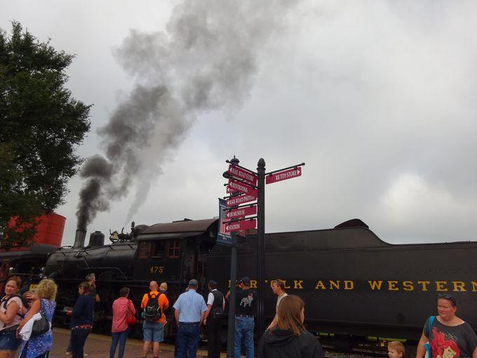 アーミッシュの村を走り抜ける蒸気機関車!