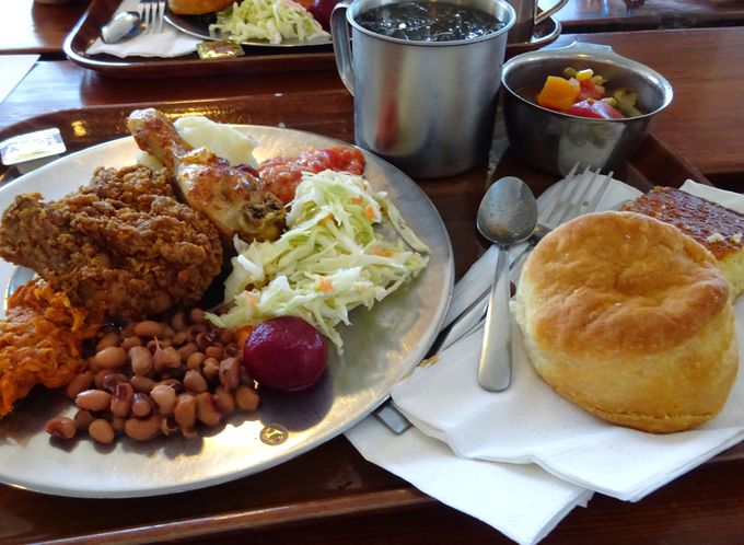 ランチは米南部料理「ミッチータバーン」へ