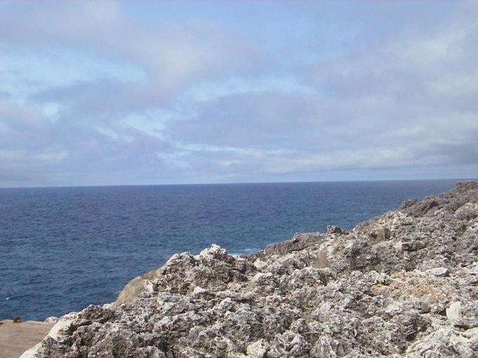 サンゴ礁が隆起してできた島