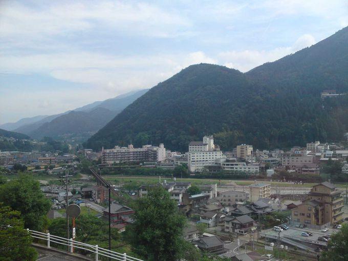 高台から眺める下呂温泉街