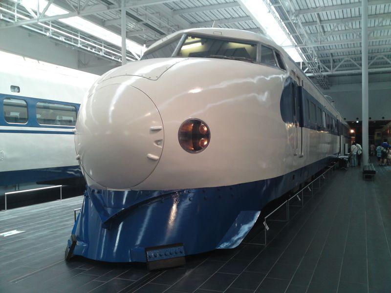 「リニア・鉄道館」は展示車両に触れたり、座席で駅弁を食べたりできる体験型鉄道博物館!