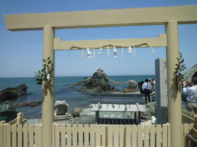 観光スポット「夫婦岩」は、「二見興玉神社」の鳥居の役目!?