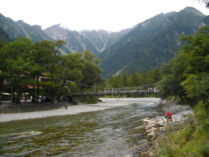 大正池から歩くこと1時間少々 ゴールの河童橋に到着です!