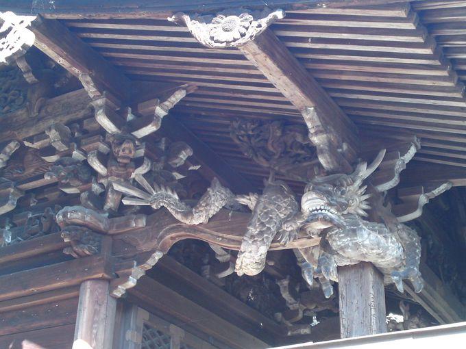 もうひとつのパワースポット!本殿にある「龍の彫刻」は必見!
