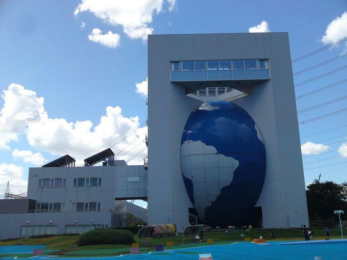 地球をモチーフにした外観が特徴の「川越電力館テラ46」