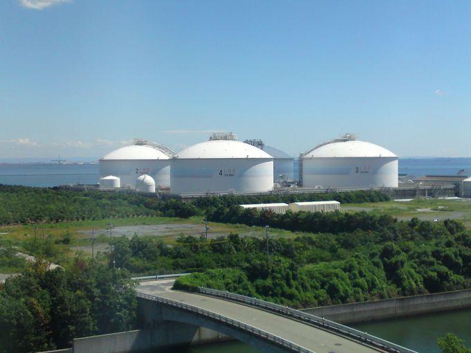 最上階の展望サロンからは火力発電所の施設が一望できます