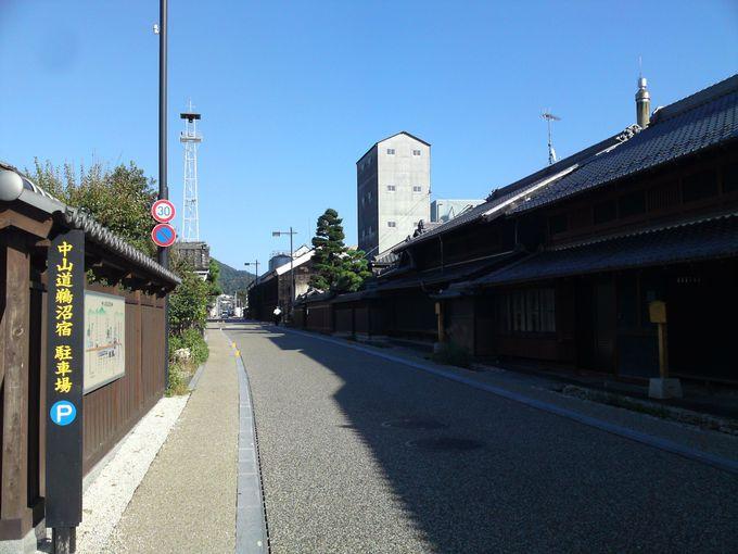 国道から分岐するように現れる中山道の街道筋