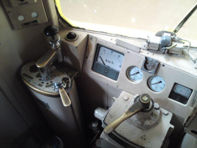 「黄電」の運転席にも座れちゃいます!