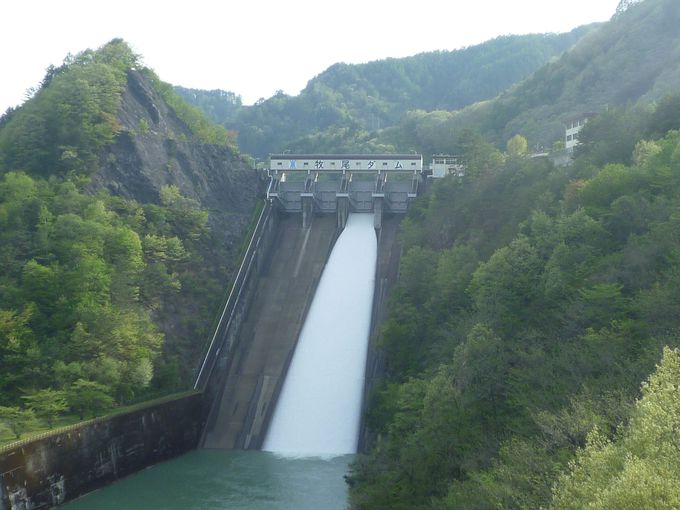 御嶽山の麓に位置する木曽川水系の「牧尾ダム」