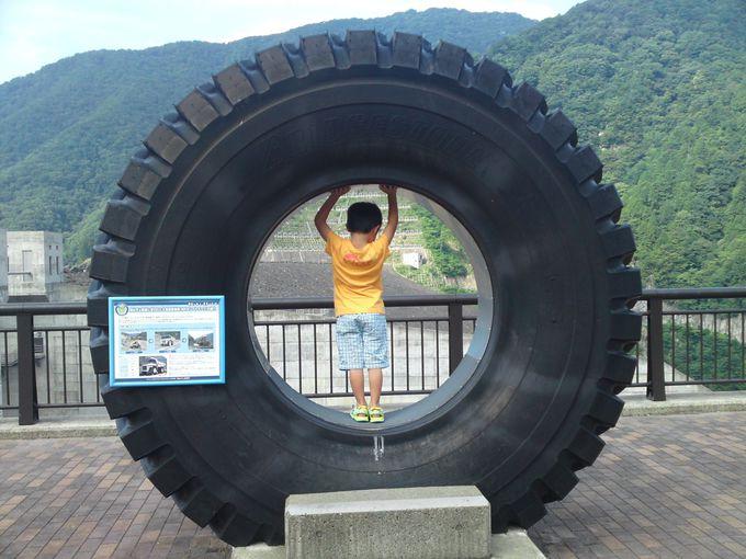 工事に使われたダンプカーのタイヤの大きさにびっくり!