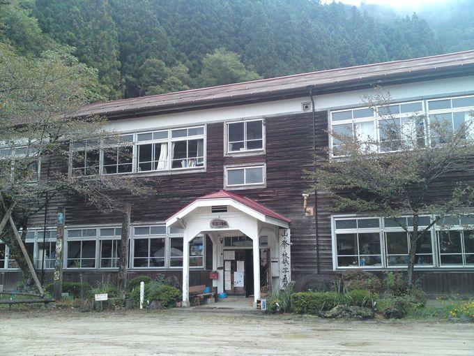 ノスタルジックな木造校舎「旧木沢小学校」を訪問