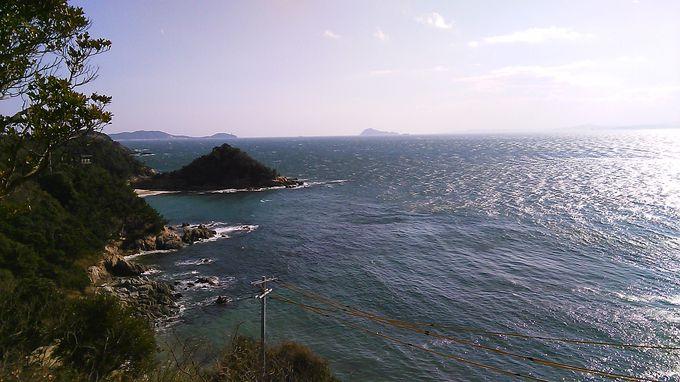 島の高台から眺める風景に見とれます