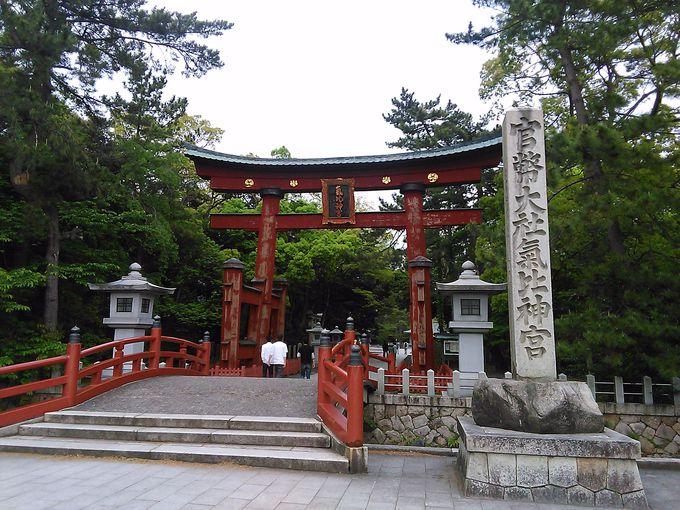国の重要文化財の鳥居が出迎える「氣比神宮」を参拝