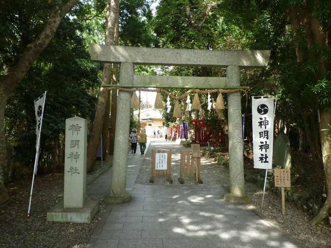 「石神さん」の前にまずは神明神社本殿に参拝します