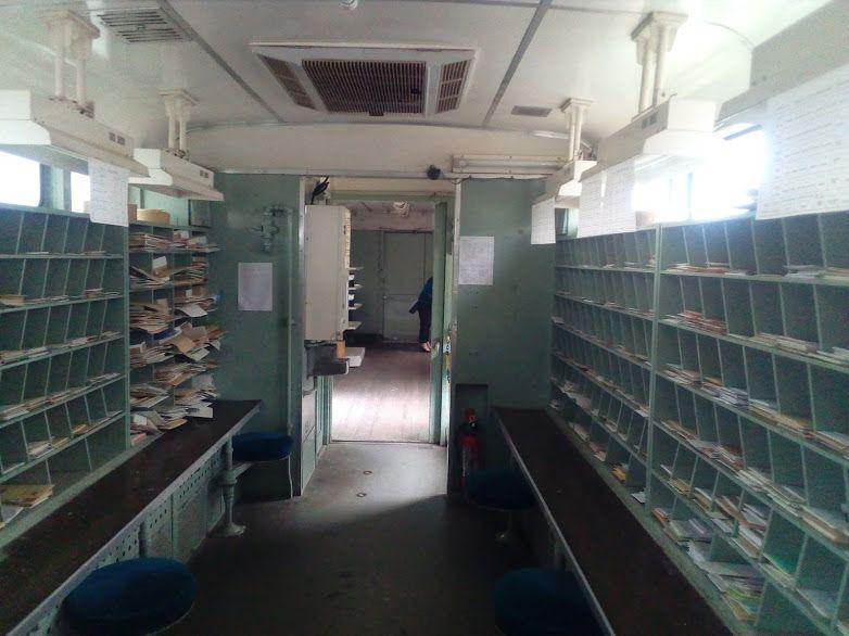 国内に2両しかない鉄道郵便車を展示する能登中島駅