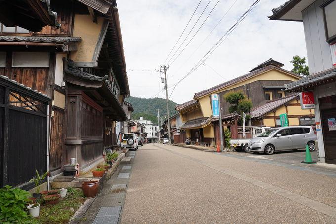 街道の道幅や旅籠屋や商店の配置も興味深い