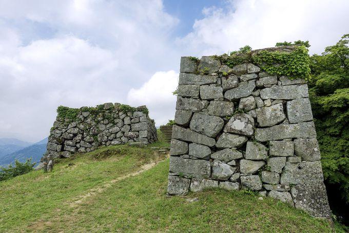山頂に近世城郭の石垣が残る津和野城へ