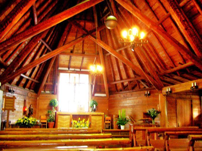 軽井沢の象徴的存在、A・レーモンド設計の「聖パウロカトリック教会」