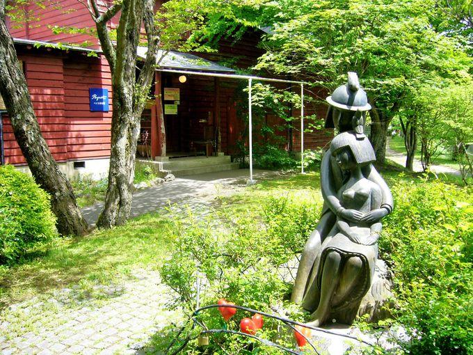 軽井沢タリアセンに日本の伝統的木造建築とモダニズムが調和したレーモンドの別荘を訪ねる