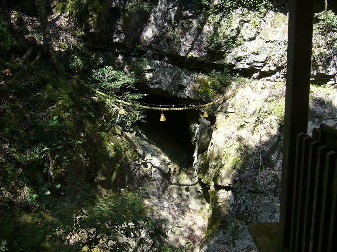 室生の信仰の始まりの地、雨と水をつかさどる龍神を祀る「室生龍穴神社」
