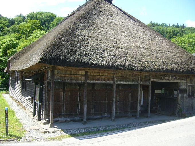 人と牛が一つ屋根の下で泊まることができた「牛方宿」