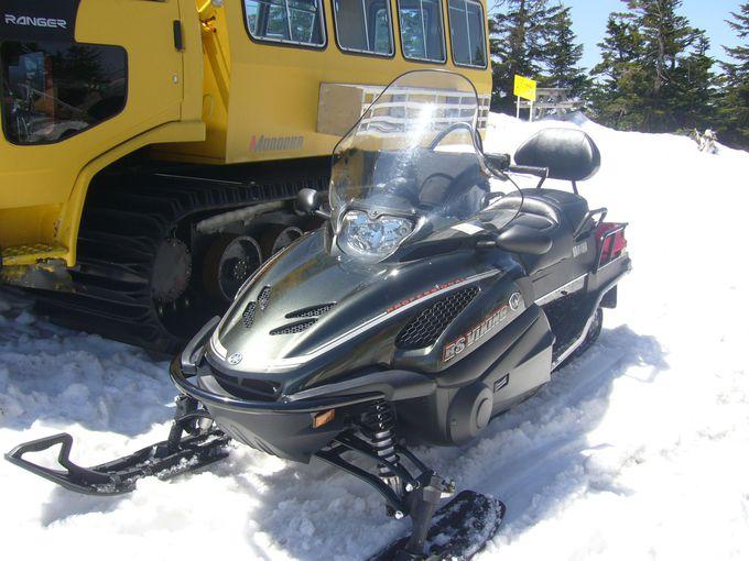 雪上車ORスノーモービルで行く横手山山頂