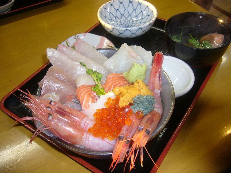 絶景「東尋坊」や海鮮丼も満喫!越前三国で楽しむレトロ散策