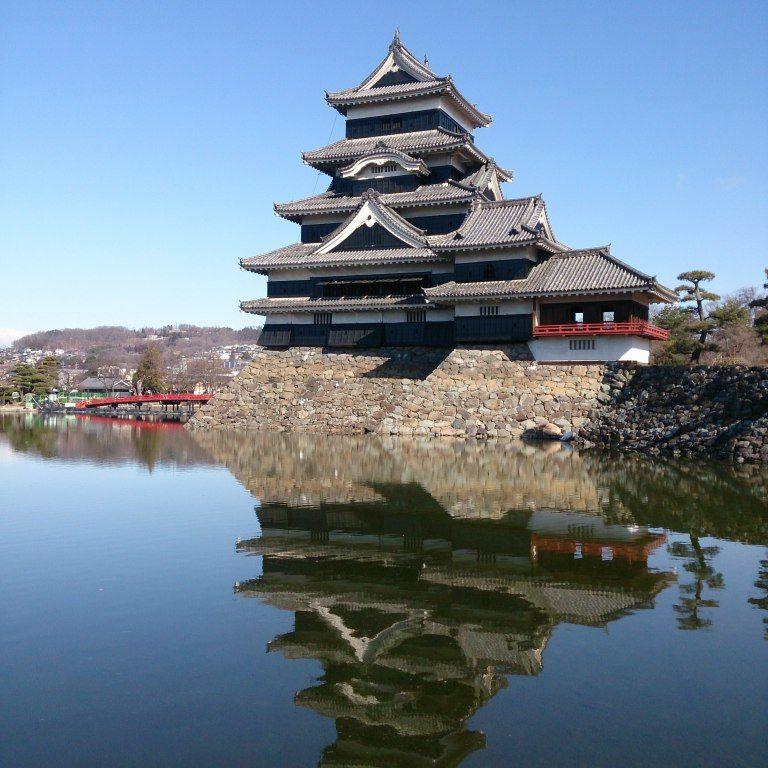 風格ある漆黒の天守は松本のシンボル