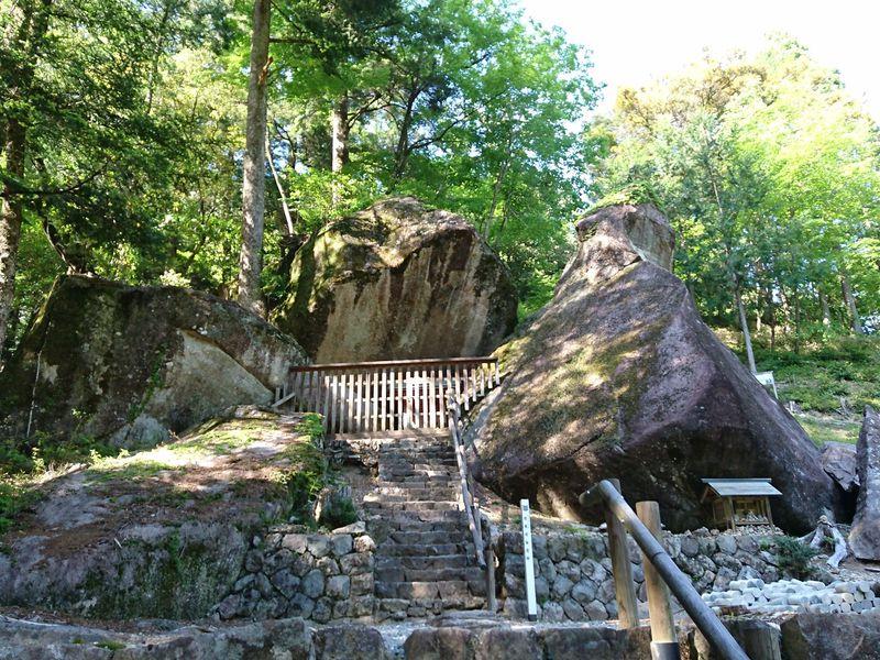 太古の不思議なパワーを感じる!岐阜県下呂市「金山巨石群」