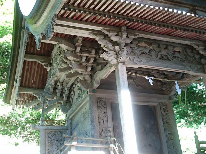 終着地は江戸時代の社寺建築を伝える社殿「塩野神社」