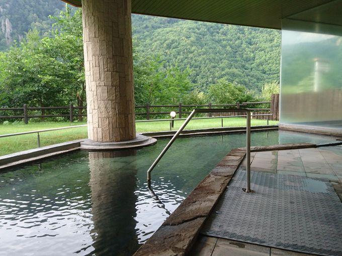 リッチな山荘気分満喫の渓谷露天風呂「天華の湯」