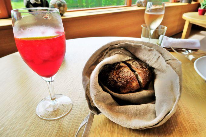 麻の巾着の中のパンは香りを楽しむための演出!