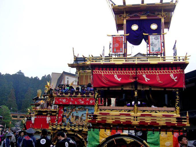 櫻山八幡宮の表参道にずらりと並ぶ豪華絢爛「屋台曳き揃え」