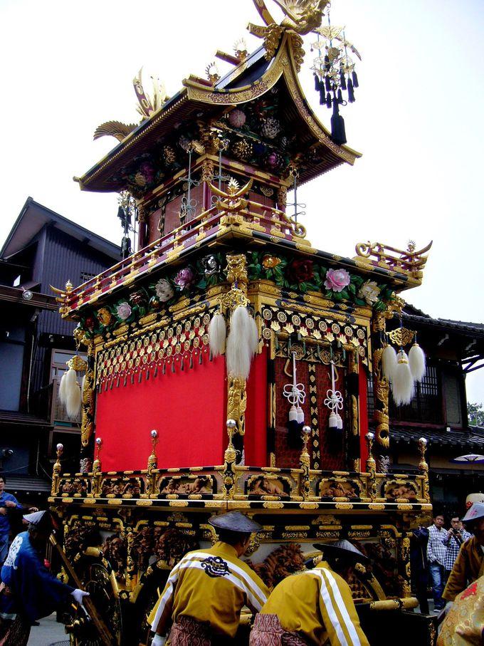 八幡宮だけの特別な祭行事「屋台曳き廻し」