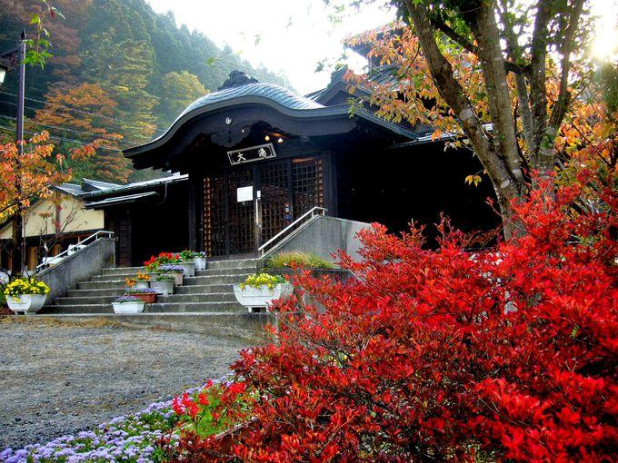 歴史を感じる桃山風の共同浴場「山田温泉 大湯」